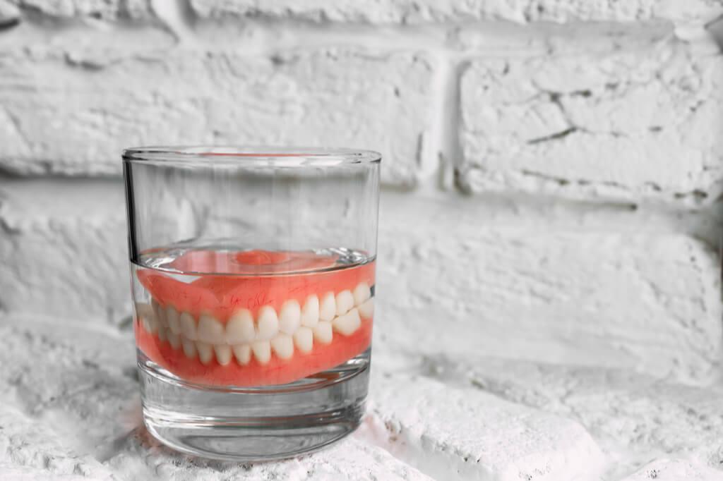 שינייים תותבות